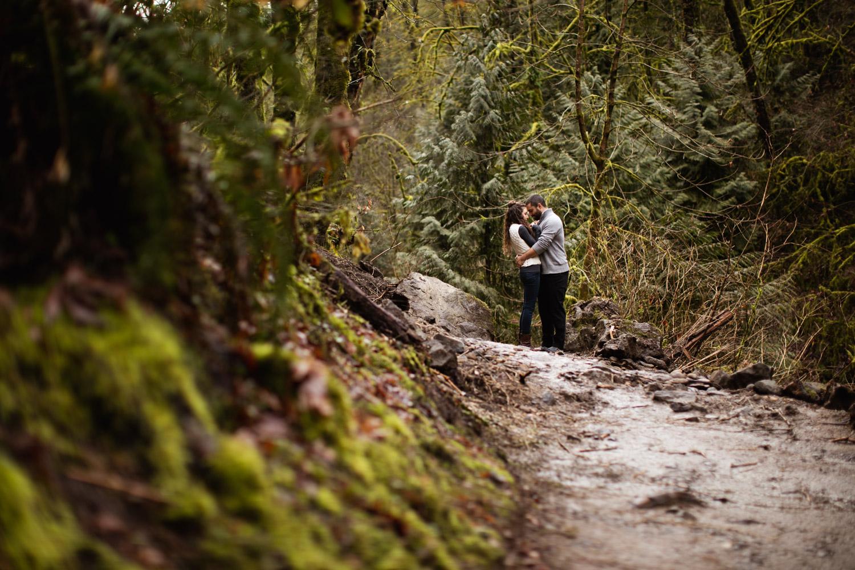 Portland-Adventure-Engagement-Photographers_Forest-Park_SM_001.jpg