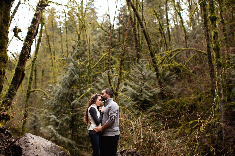 Portland-Adventure-Engagement-Photographers_Forest-Park_SM_002.jpg