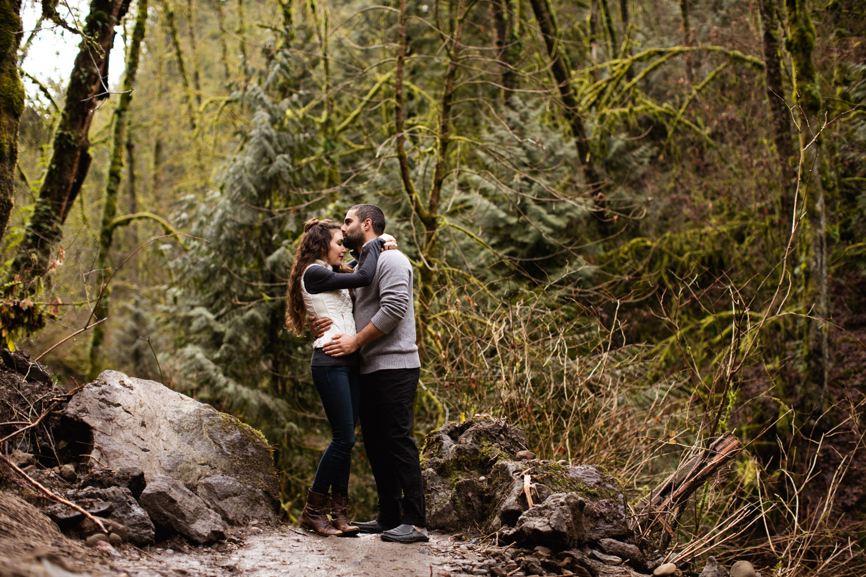 Portland-Adventure-Engagement-Photographers_Forest-Park_SM_003.jpg