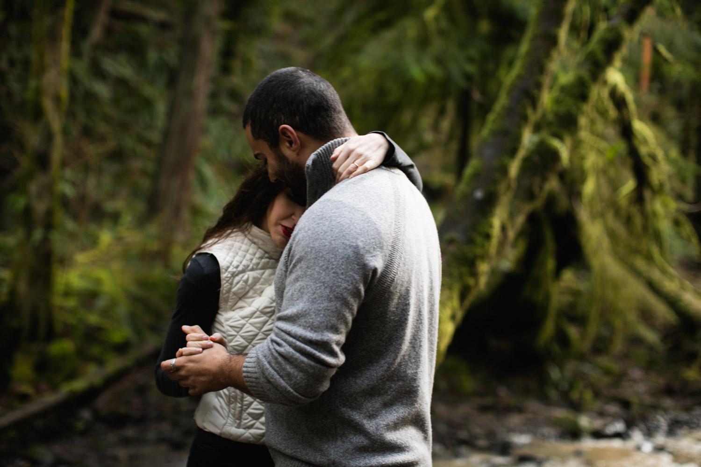 Portland-Adventure-Engagement-Photographers_Forest-Park_SM_010.jpg