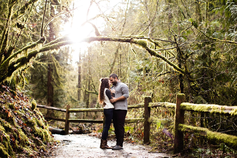 Portland-Adventure-Engagement-Photographers_Forest-Park_SM_008.jpg