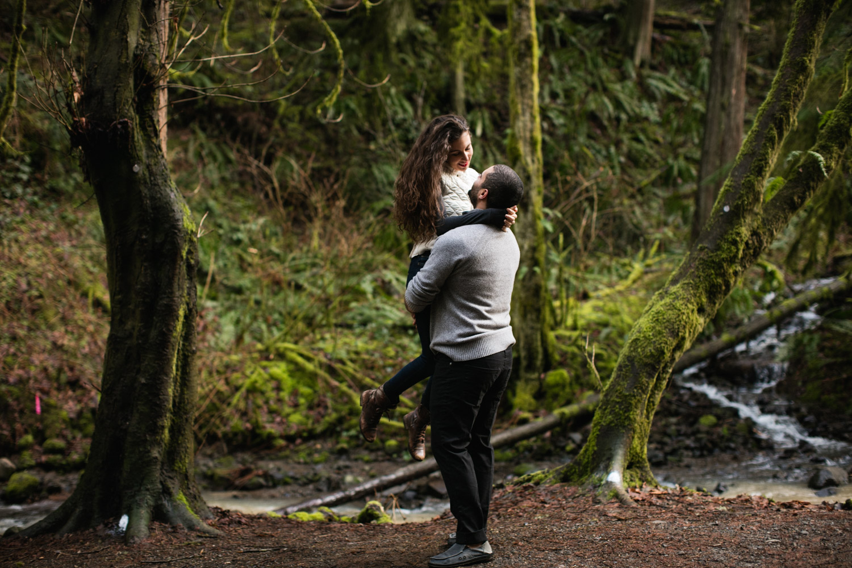 Portland-Adventure-Engagement-Photographers_Forest-Park_SM_012.jpg