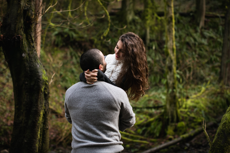 Portland-Adventure-Engagement-Photographers_Forest-Park_SM_013.jpg