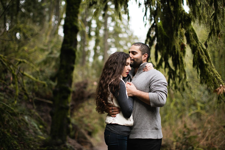 Portland-Adventure-Engagement-Photographers_Forest-Park_SM_018.jpg