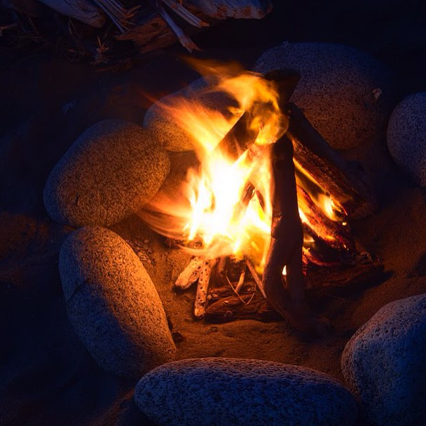 Campfires, a camping without them is like going to the beach and not finding the Sun, you CAN do without but it kinda defeats the purpose to be there. 😁#getoutdoors #rei1440project #rei #summer #shishibeach #liveadventurous #letscamp #campfires #getoutside #wanderlust