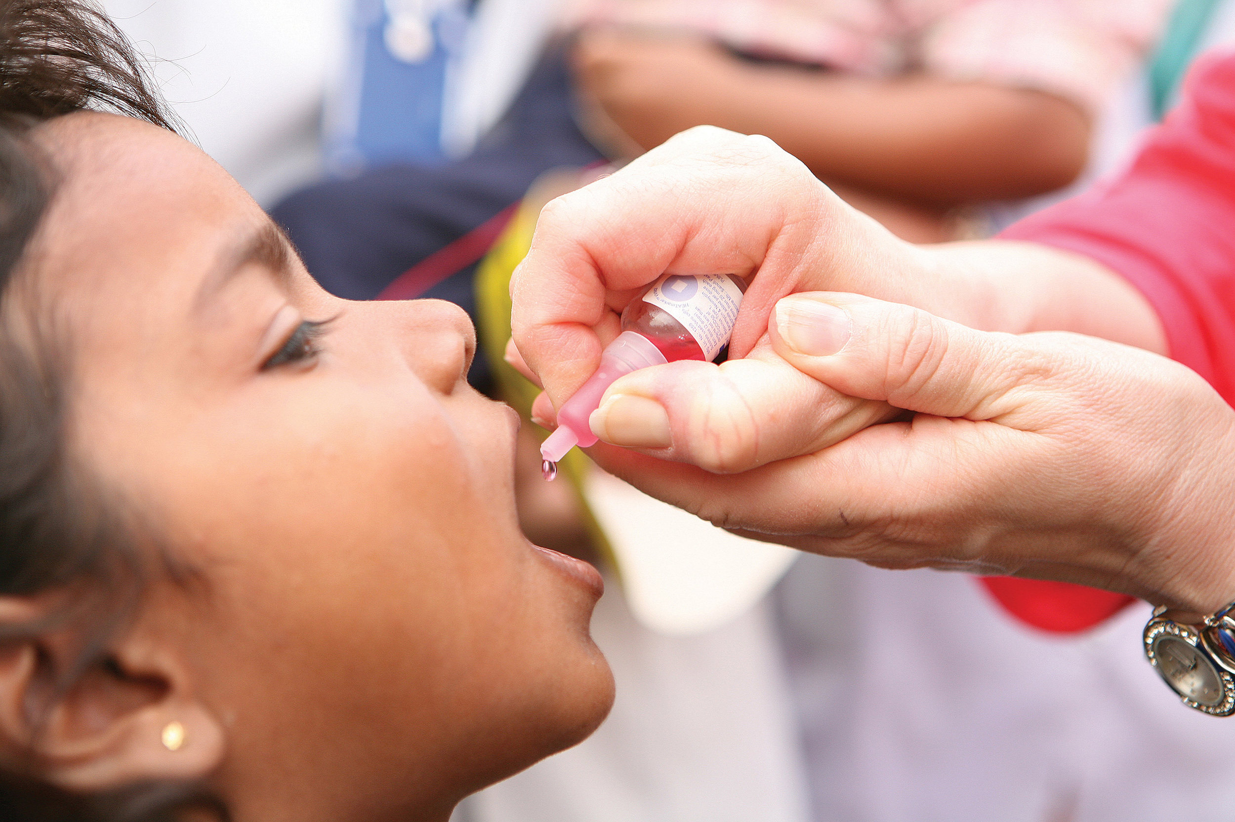 A child receives the polio immunization in Lucknow, Northern India. (Photo: Jean-Marc Giboux)