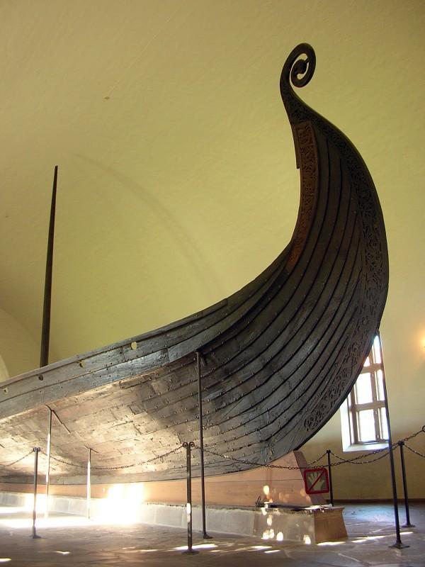 Exhibition_in_Viking_Ship_Museum,_Oslo_01.jpg