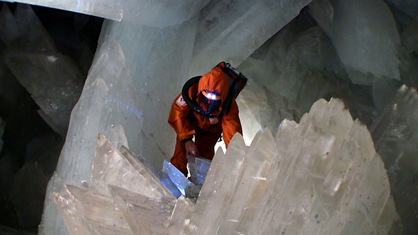 cave-of-crystals-mexico-3.jpg