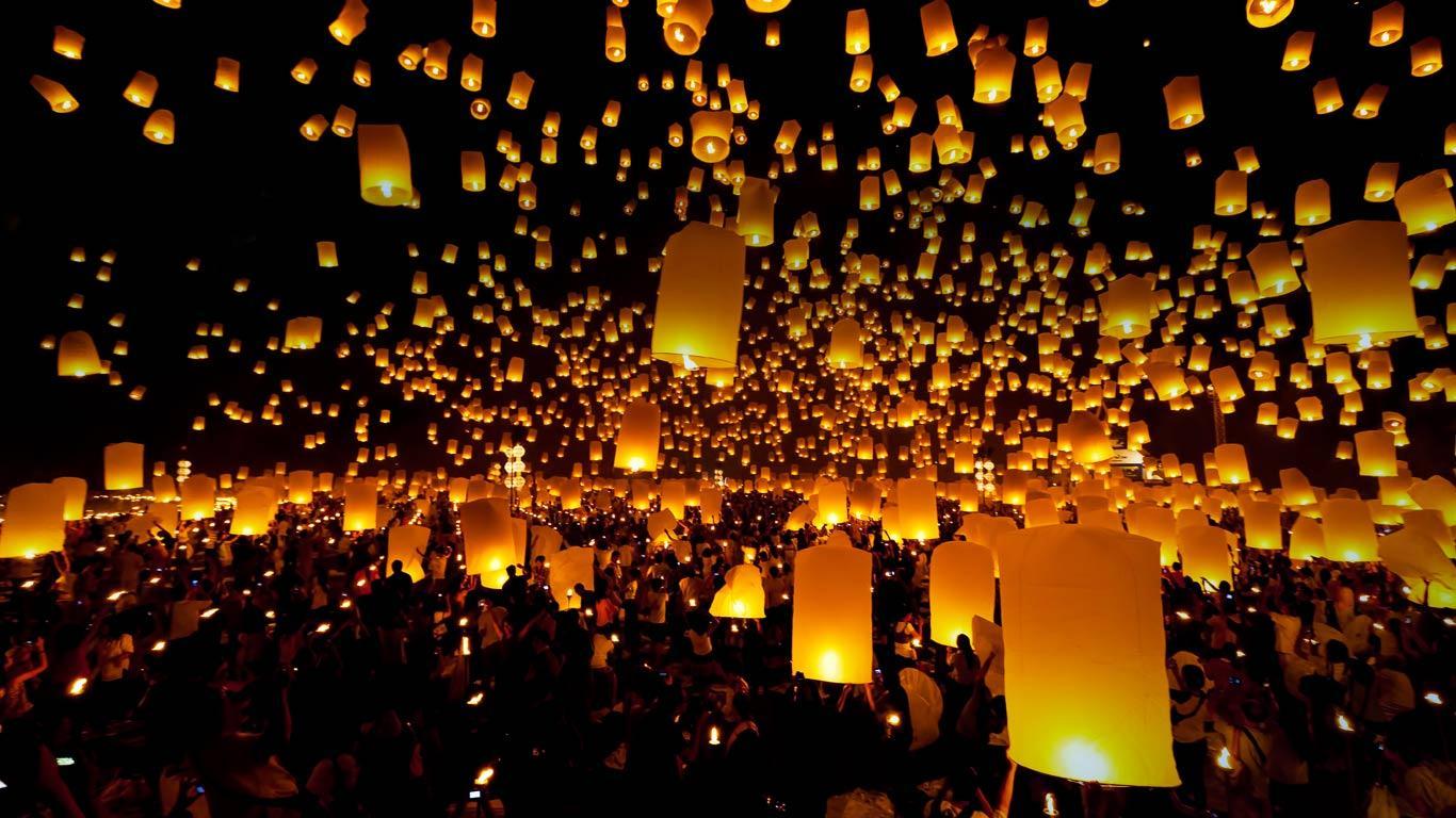 Lanterns_released_sky_festival_Chiang_Mai_province_Thailand_20121128.jpg