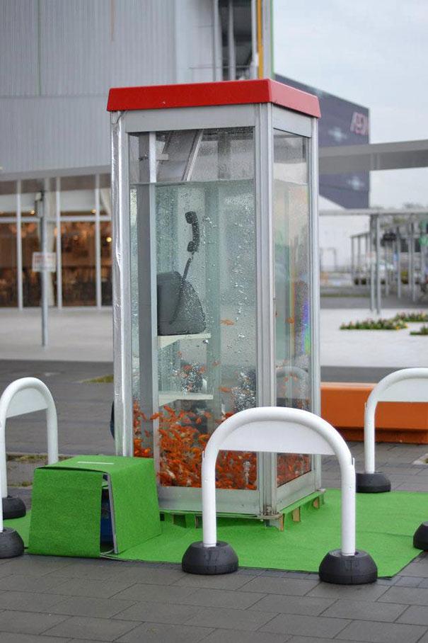 goldfish-phone-booth-tanks-kingyubo-6.jpg
