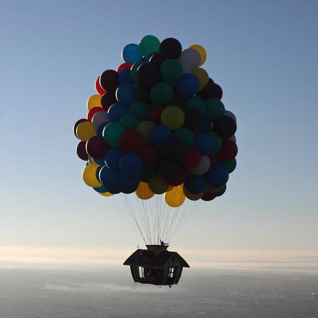 balloon-house-squa_2403005k.jpg