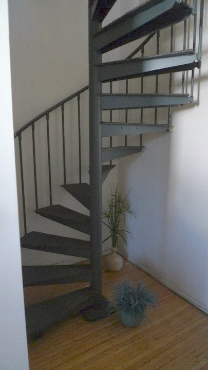 old - stairs.jpg