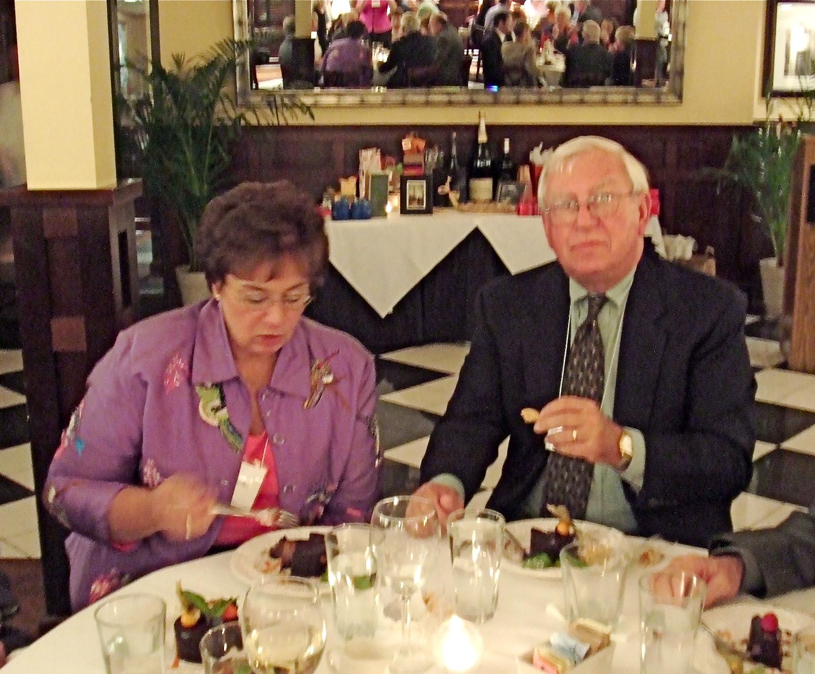 Betsy & Ron Cantiile