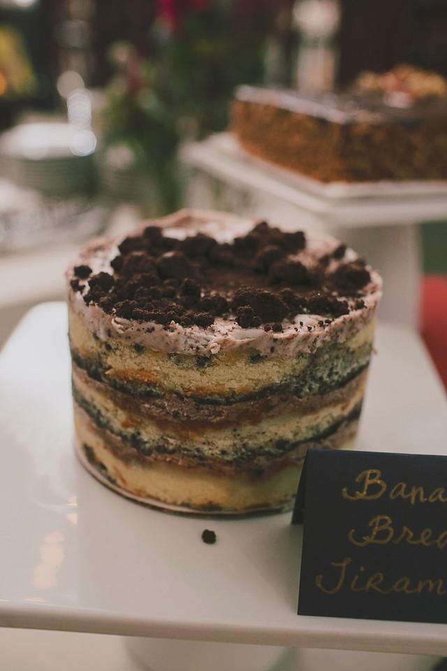 bannana-bread-wedding-cake.jpg