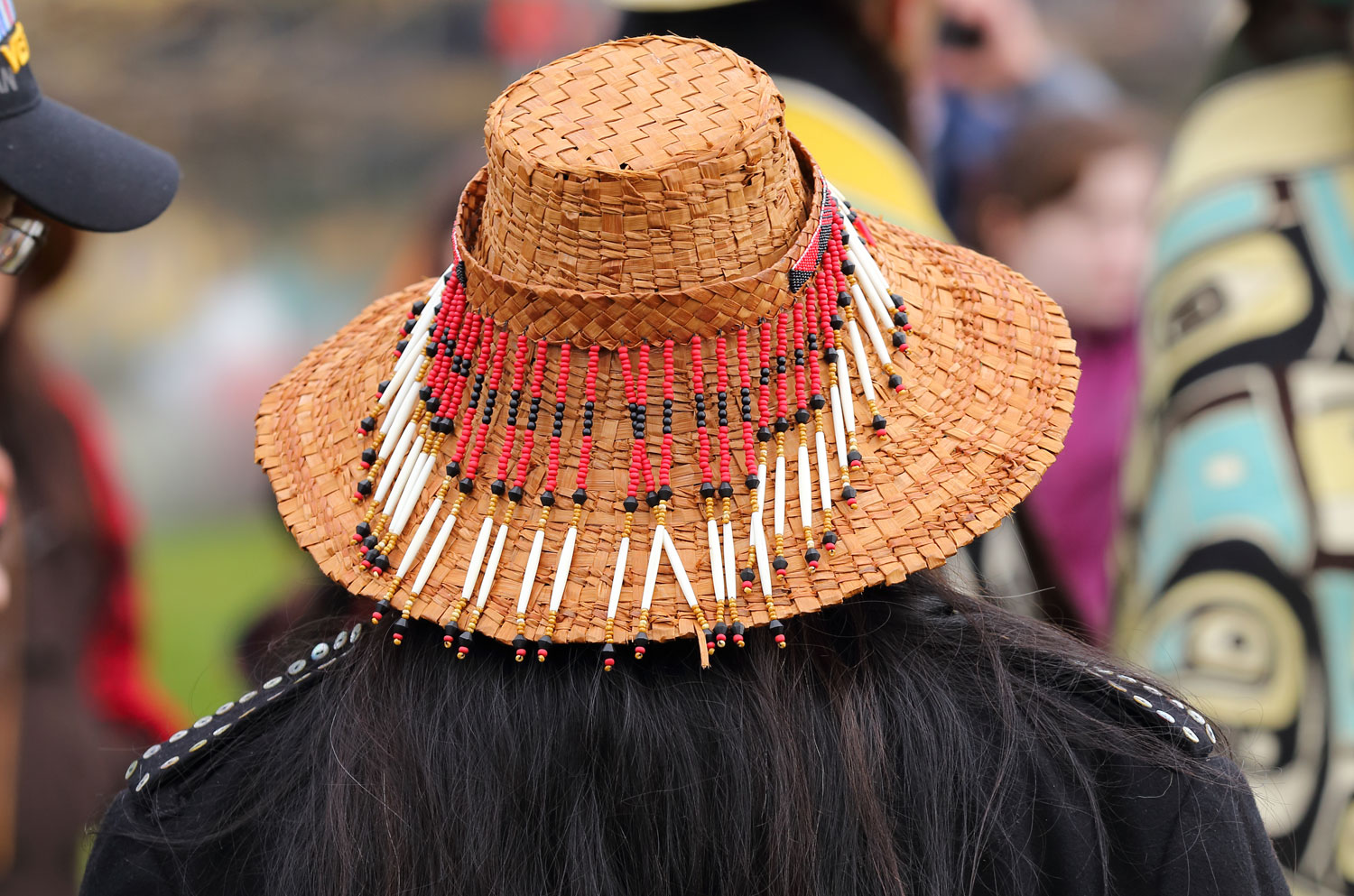 The beaded hatband can also be worn as a headband.