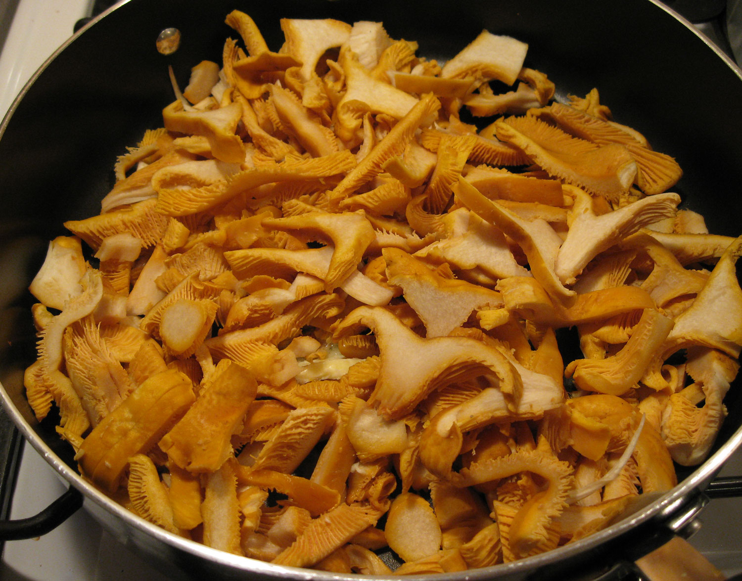 Golden chanterelle mushrooms sliced saute butter edible delicous Southeast Alaska