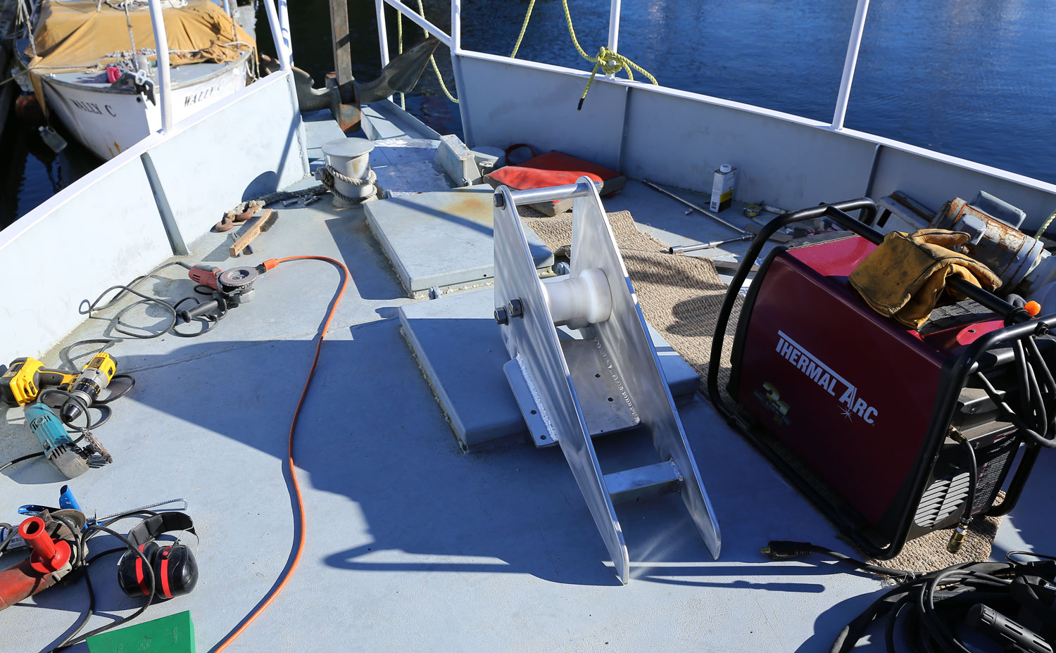 The foredeck in project mode. The new bow roller is leaning on the hatch and the anchor is tied up in the bowsprit.