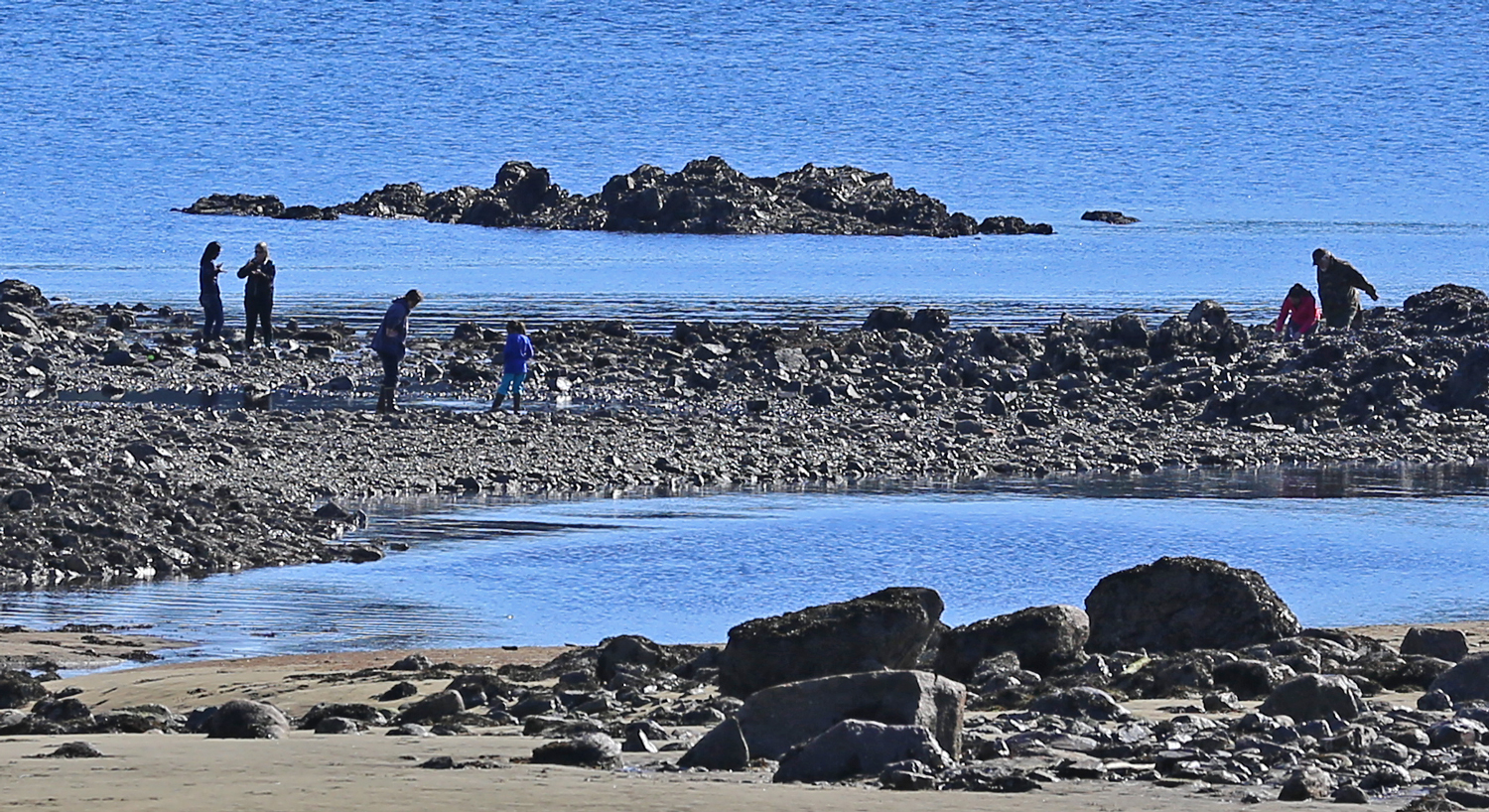 There are stretches of nice, sandy beach along the Sandy Beach Road, but tidepools can make the rocky beaches far more interesting.