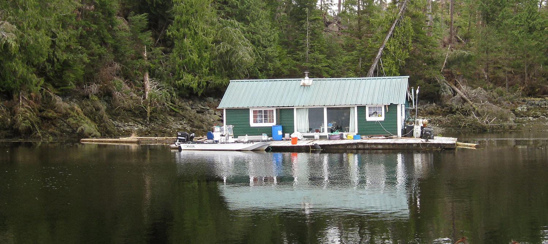 Cute little floathouse for sale in Southeast Alaska