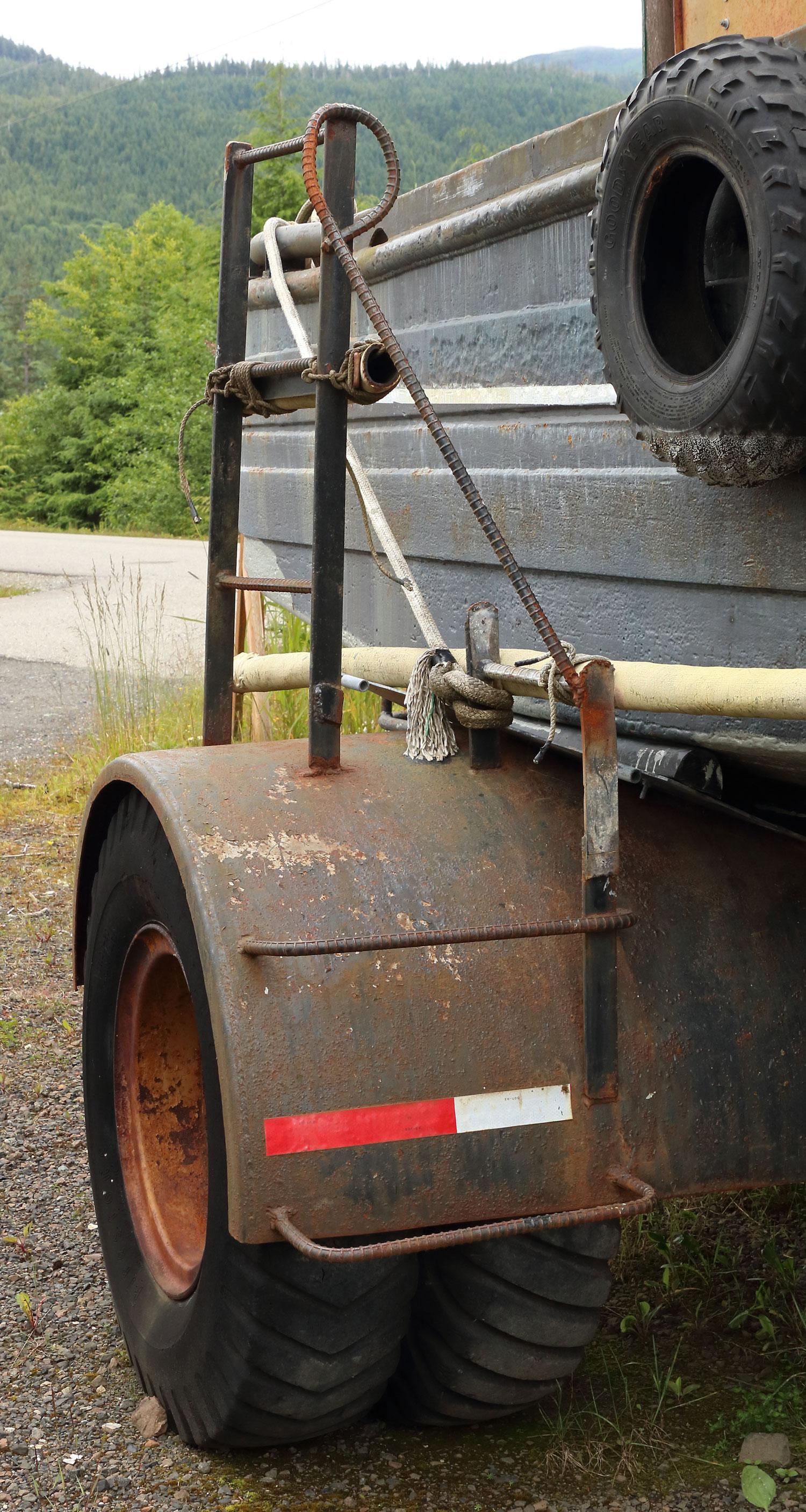 Boom boat trailer ladder rebar rail
