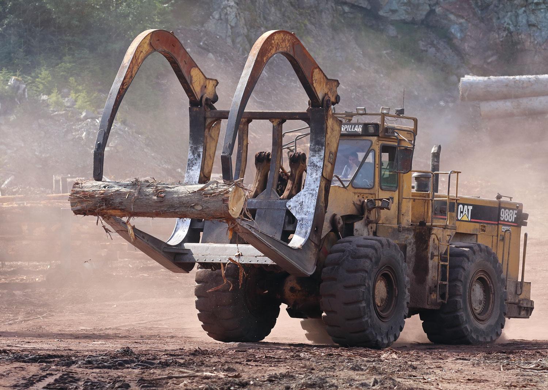 Cat 988F log loader