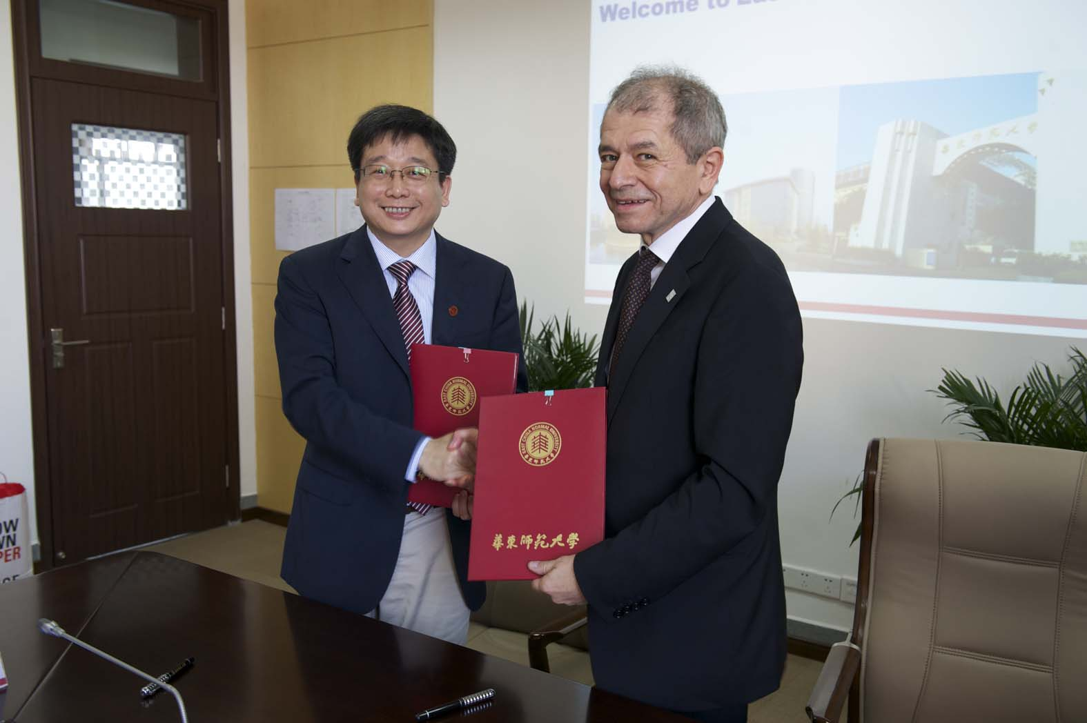 Prof. Qun Chen, president of East China Normal University, and Rector Prof. Antonio Loprieno pleased with the agreed cooperation