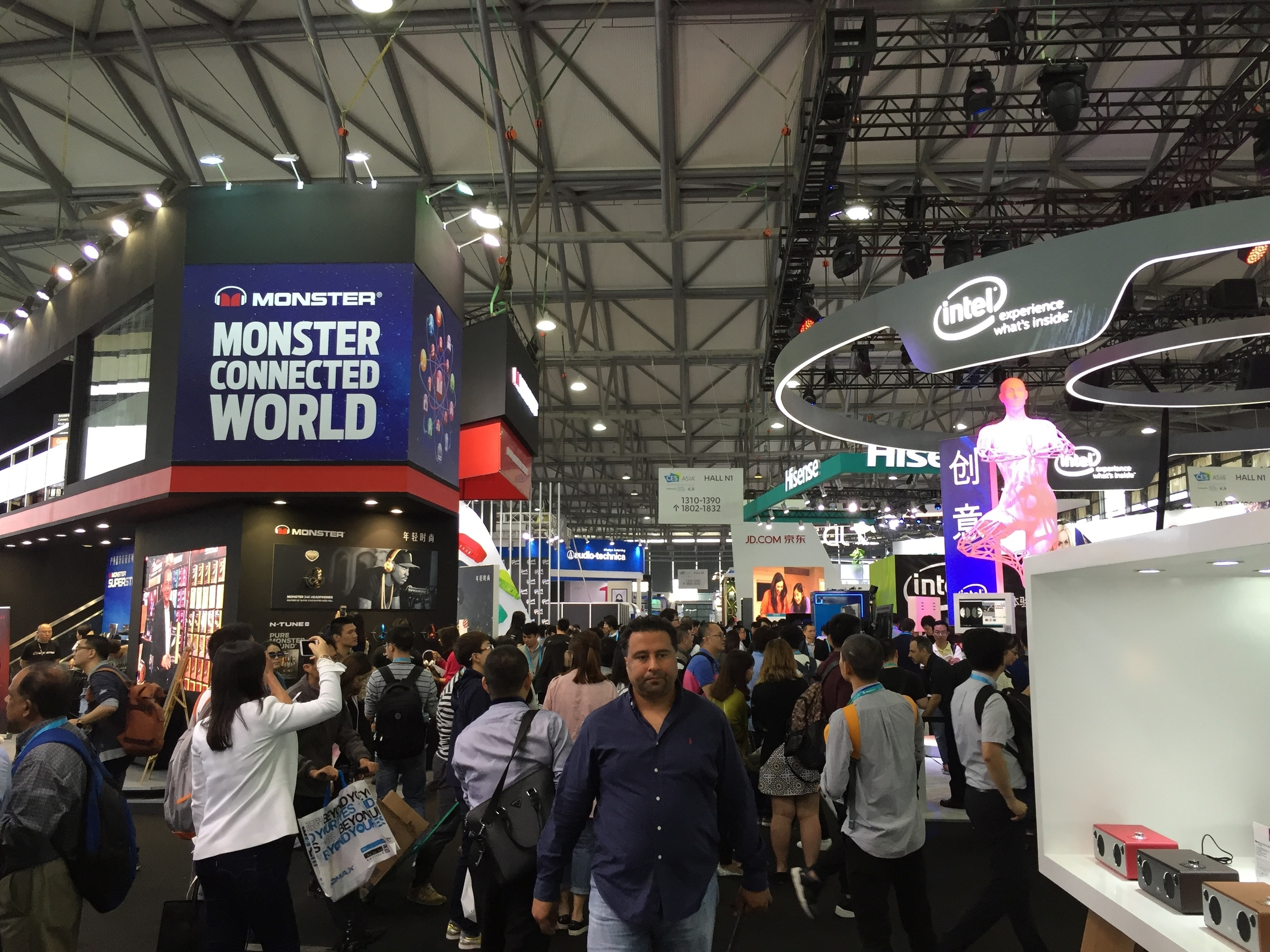 Many innovations and tech savvy – in the back the massive booth of Intel