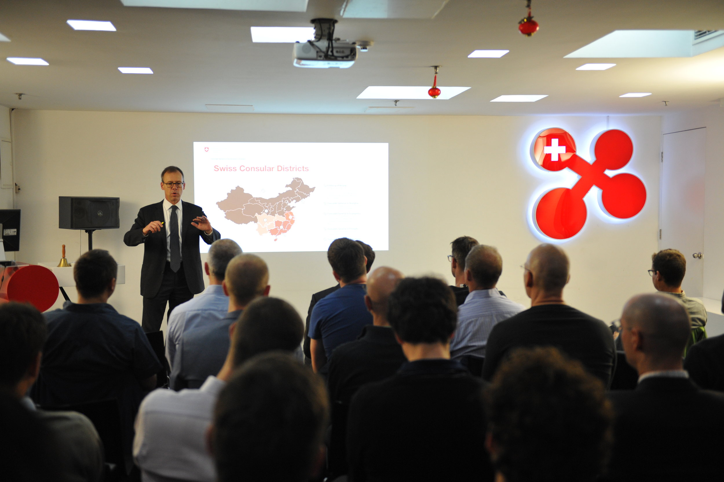 Mr. Olivier Zehnder, Consul General of Switzerland in Shanghai introduced to Sino-Swiss relations and Swiss presence in China and Shanghai.
