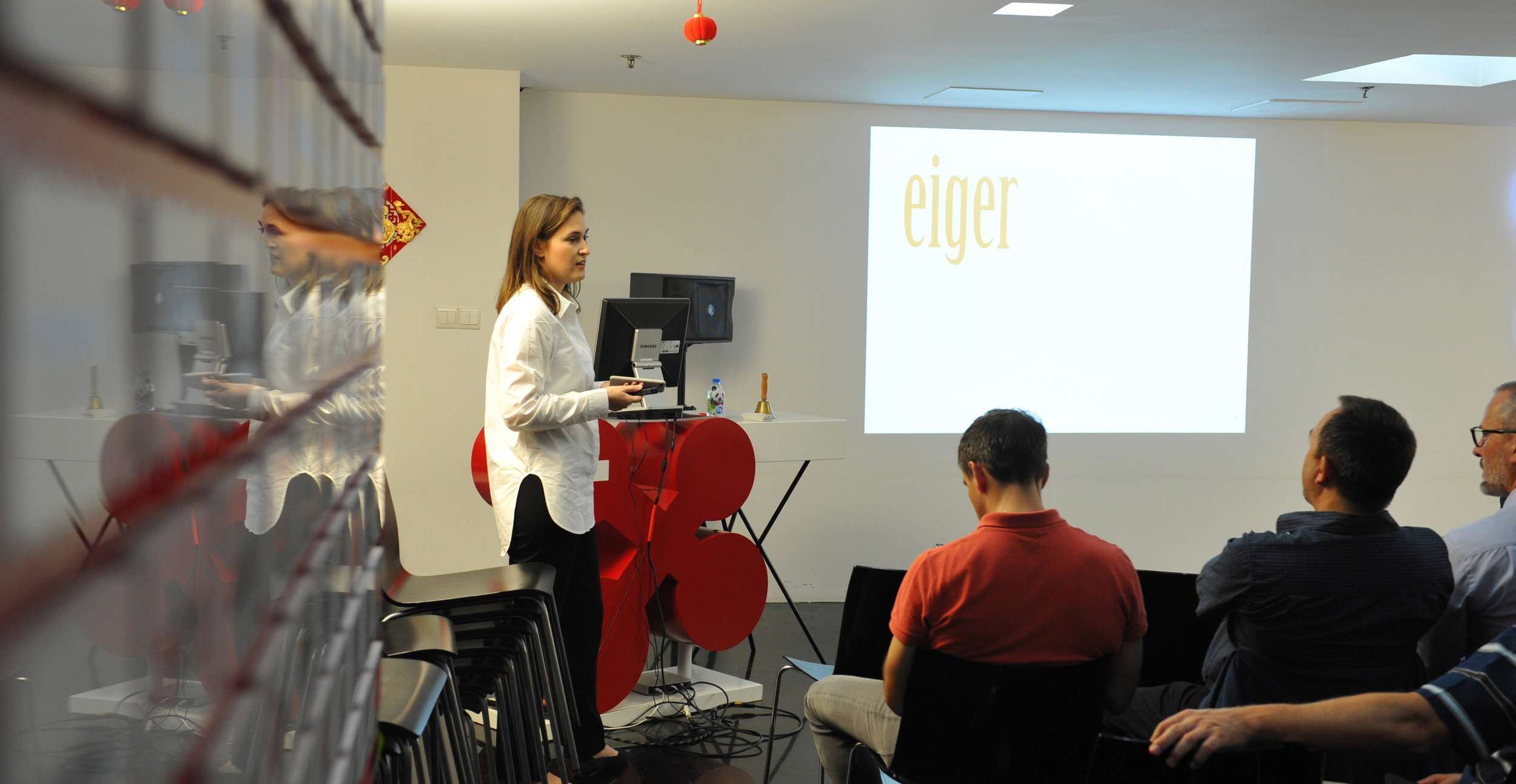 The group was then instructed by Gianna Abegg, Swiss-Attorney-at-Law of eiger about legal issues when doing business in China.