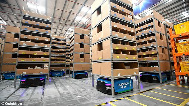 Cainiao is the largest automated warehouse in China with over 700 AGVs | Photo: Quicktron ( PlaceTech )