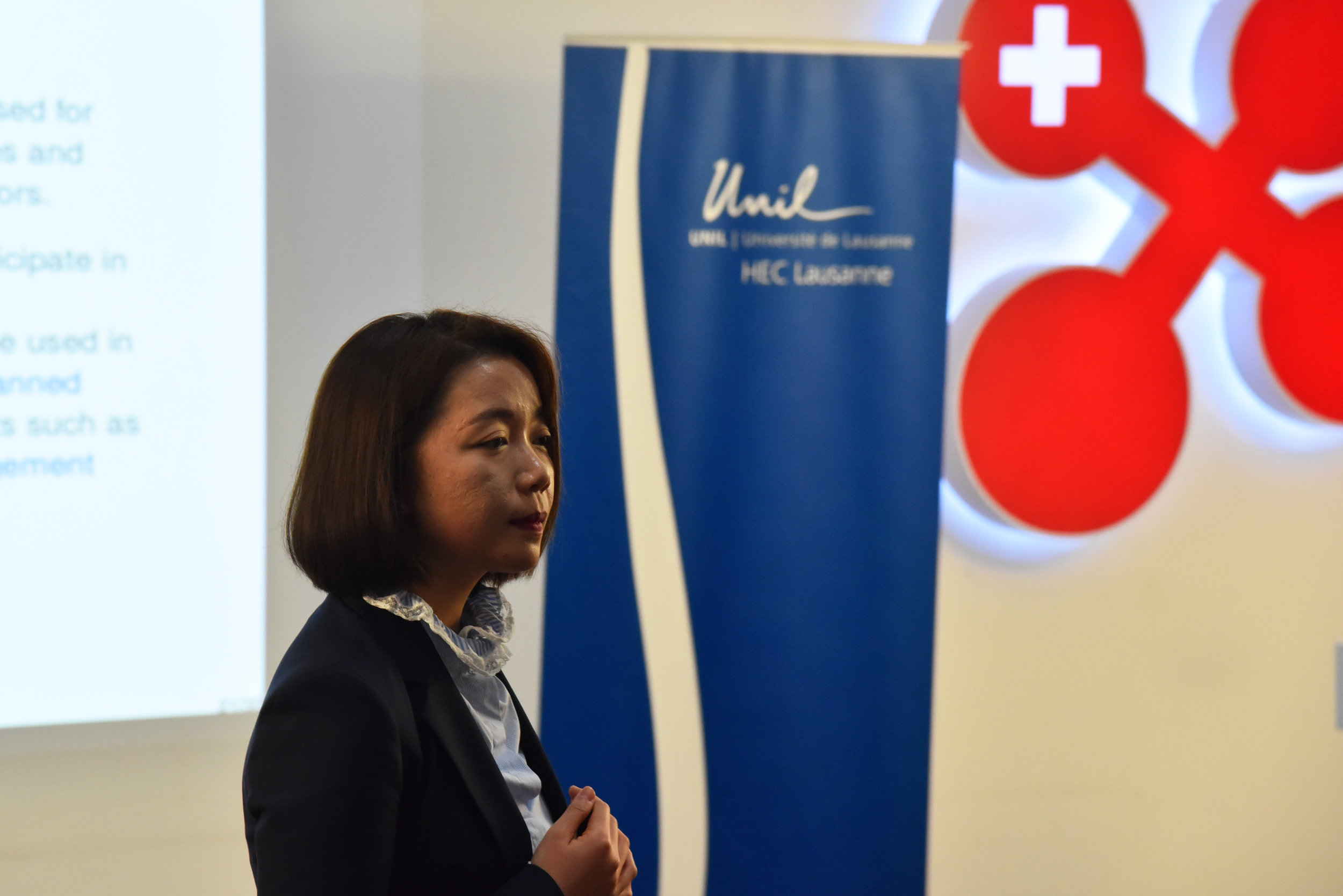 Prof. Ying Liu illustrated the differences between shadow banking and traditional banking.