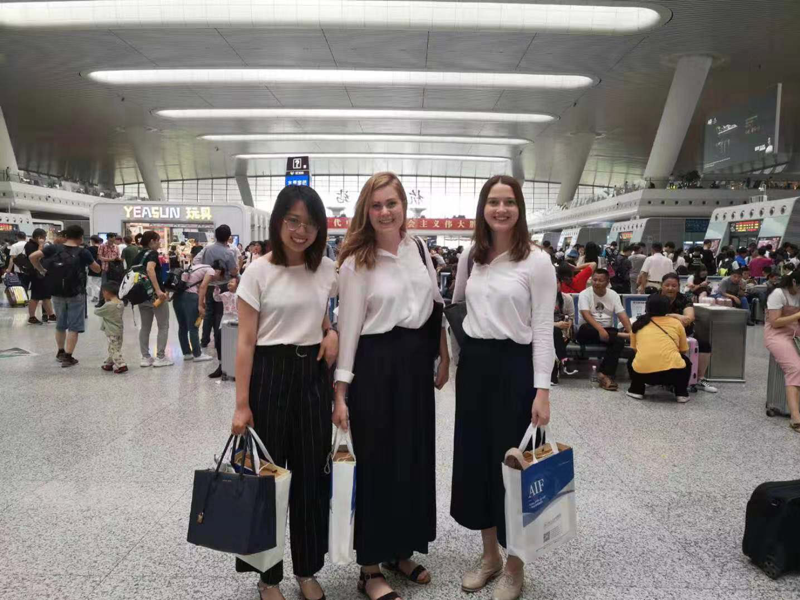 Ran Zhao (left), Christina Mark (middle) and Mirjam Haab (right) at the Shanghai Hongqiao Railway Station.