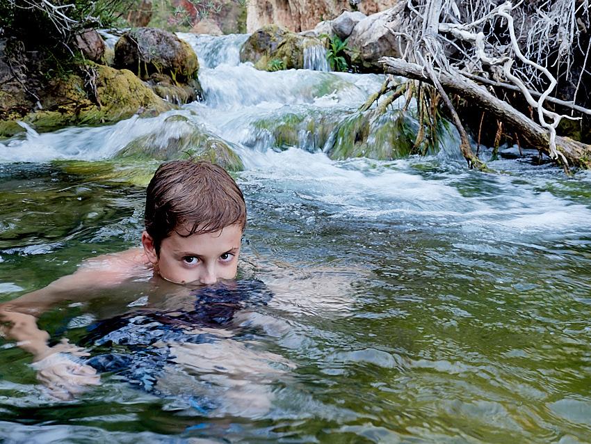 © Daniel Belenguer. ¡¡¡Camuflarse bien es fundamental!!!, cerca de este tramo de rio habíamos visto una culebra de collar adulta así que un acercamiento sigiloso es ¡recomendable.!