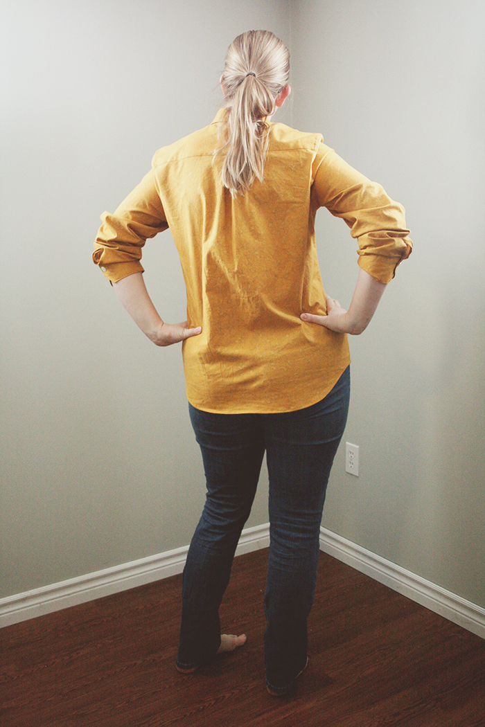 I love the pleat on the back, even though it might be the least flattering aspect of this shirt, for my figure.
