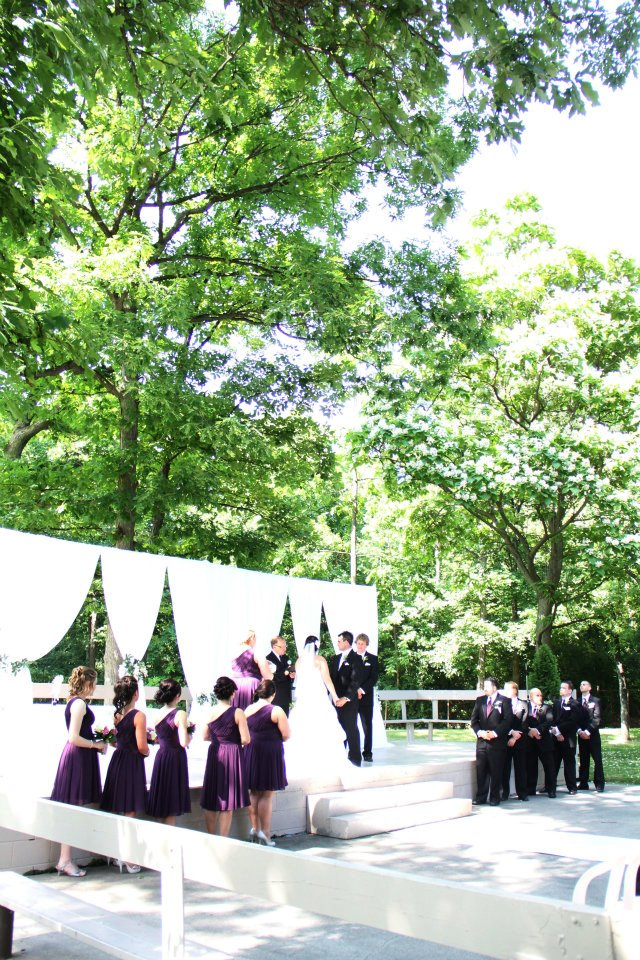 beautiful lush grounds is the perfect setting for an outdoor ceremony