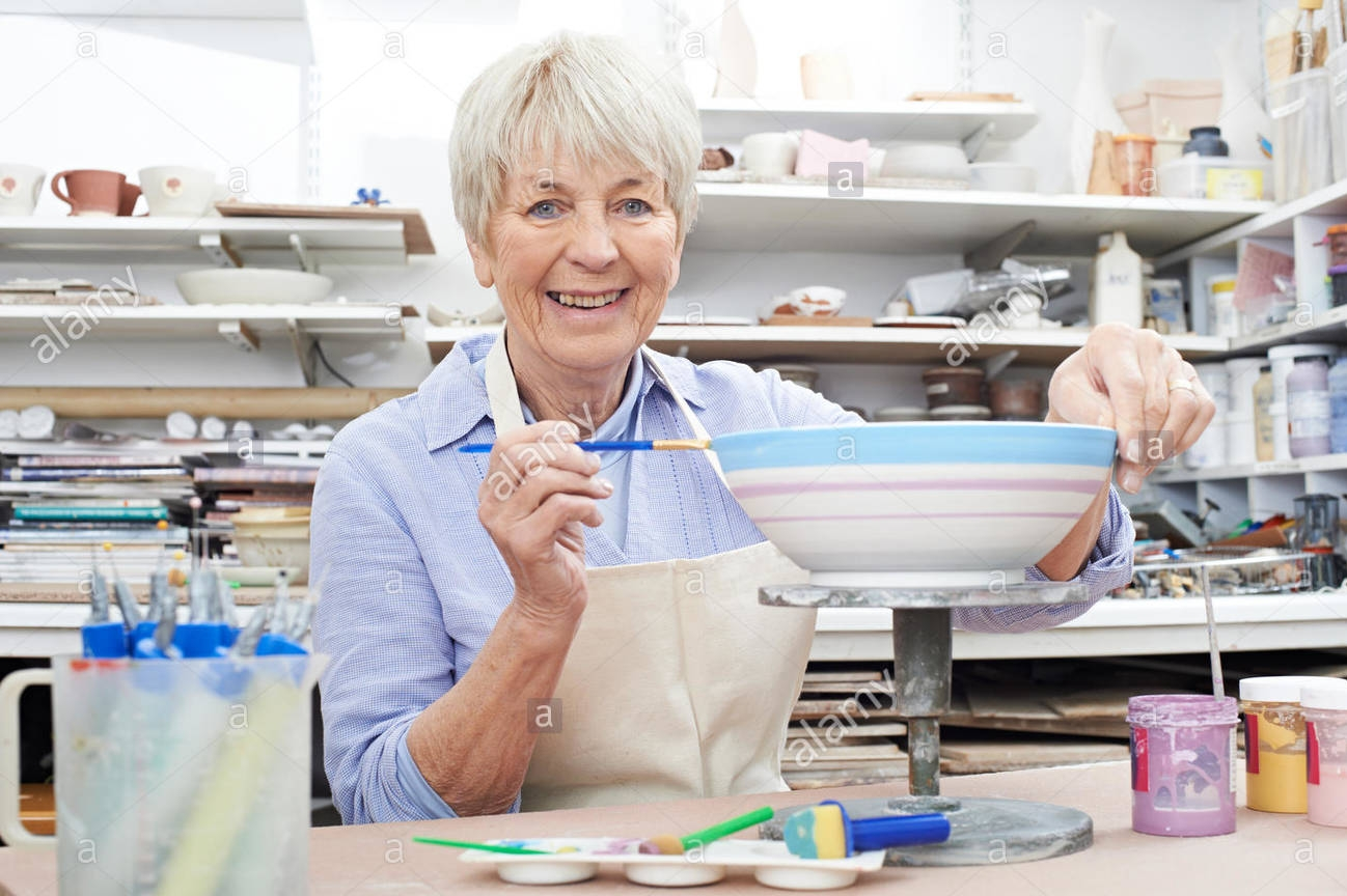 senior-woman-decorating-bowl-in-pottery-class-HRTHJE.jpg