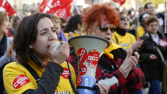 121114014539-eurozone-protests-madrid-women-horizontal-gallery.jpg