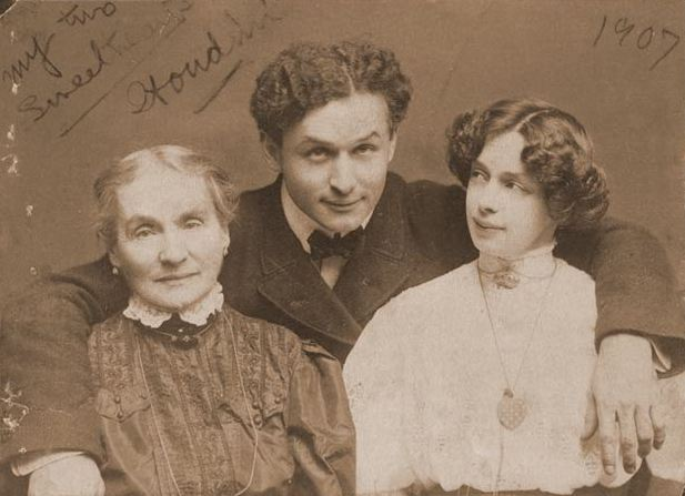 Harry Houdini  with his wife Beatrice (right) and mother Cecilia Steiner Weiss (left)