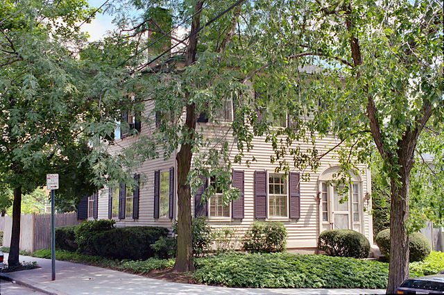 """The Samuel B. Mumford House on Providence's Prospect Street, mentioned in """"The Haunter of the Dark"""" (via    Wikimedia Commons   )"""