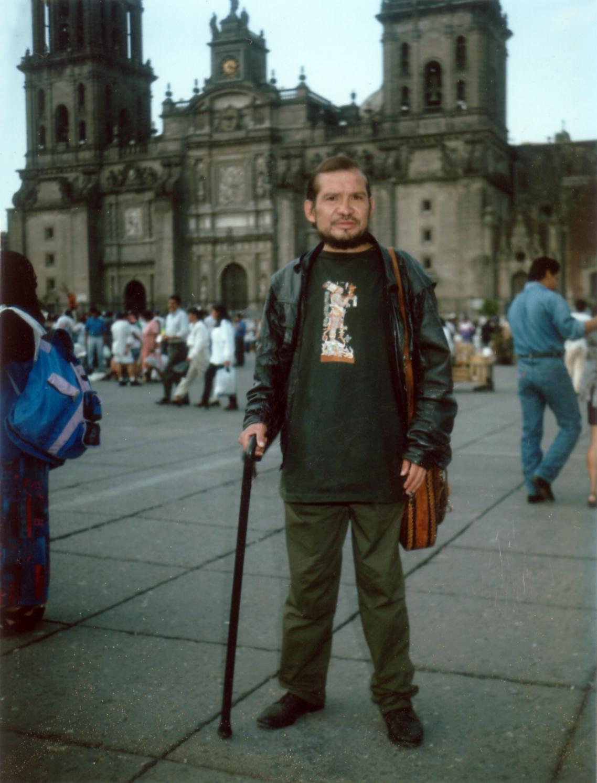 Mario Santiago (via    Wikimedia Commons   )