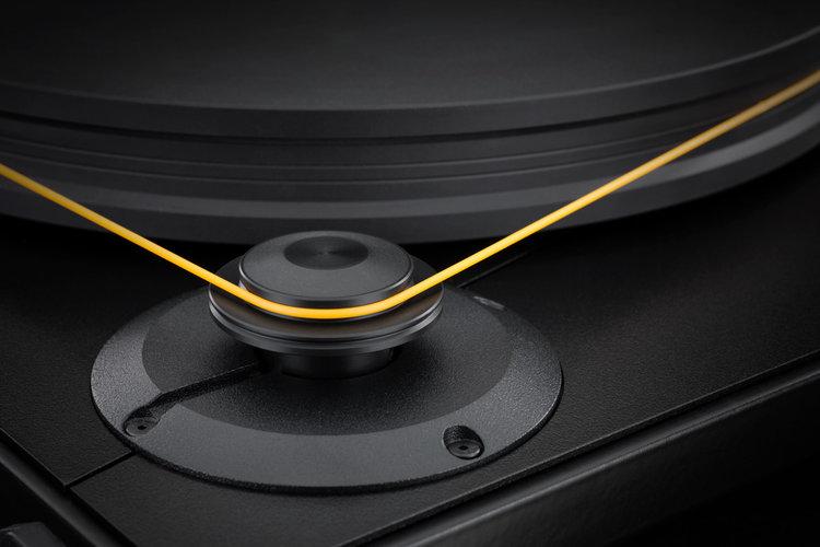 Mobile+Fidelity+UltraDeck+Motor+Platter+Detail.jpeg