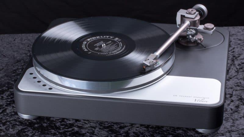Feickert-Volare-Plattenspieler-Laufwerk-vorne-1280-1-800x450.jpg