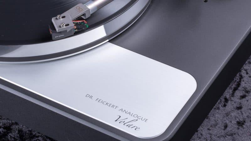 Feickert-Volare-Plattenspieler-Laufwerk-detail-schriftzug-1280-800x450.jpg