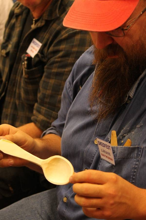 Barn checking out one of the quickly made spoons that either Knut or Ramon carved