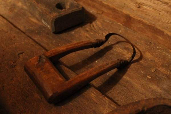 these carving tools are very clever and fairly common,  skavare
