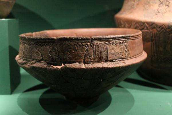 old pottery bowls from late stone age/early iron age, look familiar?