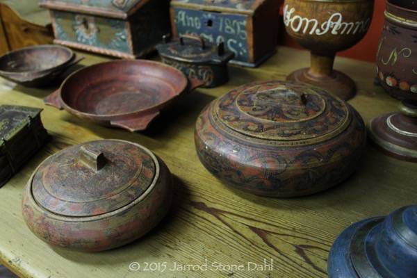 single layer boxes with great eared bowls in the background