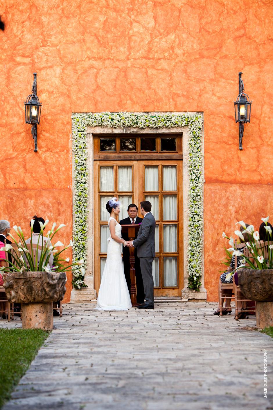 Romantic wedding in the beautiful Hacienda Xcanatun inMerida, Yucatan.