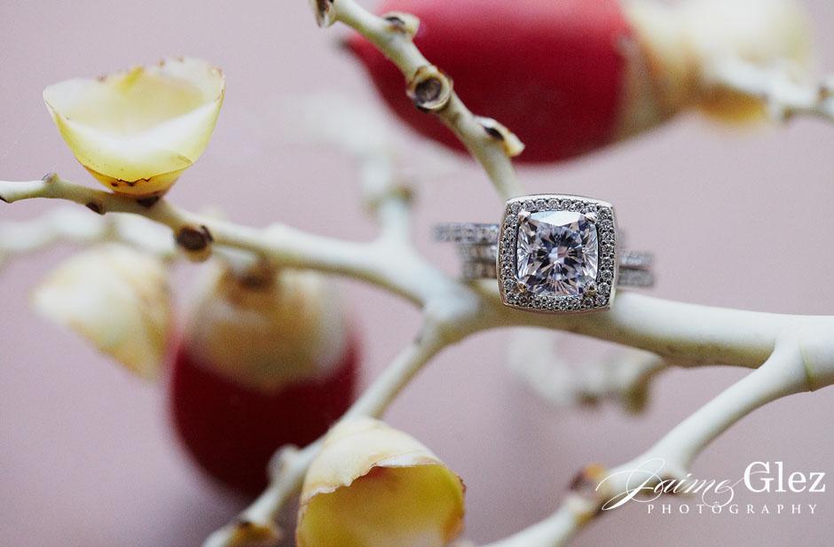 Shining vintage style ring.