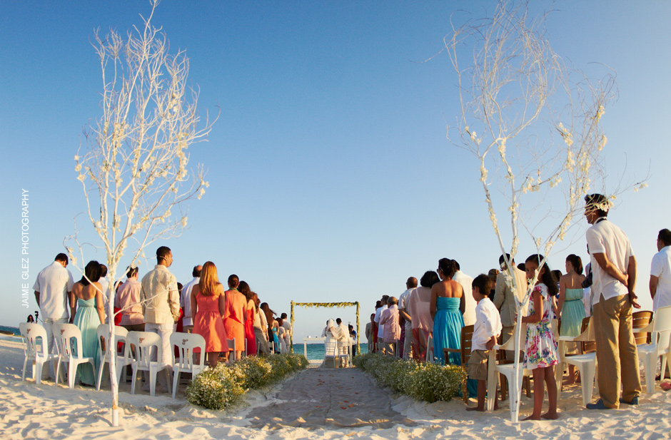 Intimate wedding ceremony at Maroma beach.